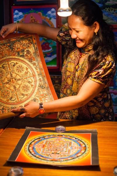La maestra Tsering Lama nos muestra sus mandalas