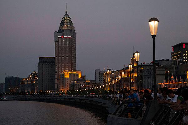 El Bund, símbolo de Shangai frente al río Huangpu